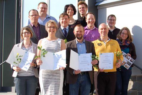 Professor Gunther Brenner (mittlere Reihe, links) und Wiebke Heins (ganz rechts) übergaben die Zertifikate an Lehrende der TU Clausthal. Foto: ZHD