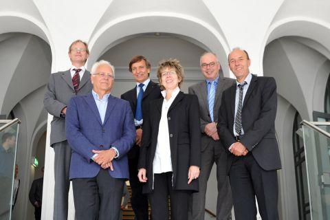 Der Beirat des SWZ (von links): Nikolaus Bettels aus dem Wissenschaftsministerium sowie die Professoren Peter Wriggers, Ulrich Rieder, Sigrid Wenzel, Bernhard Neumair und Kurt Rothermel. Foto: Ernst