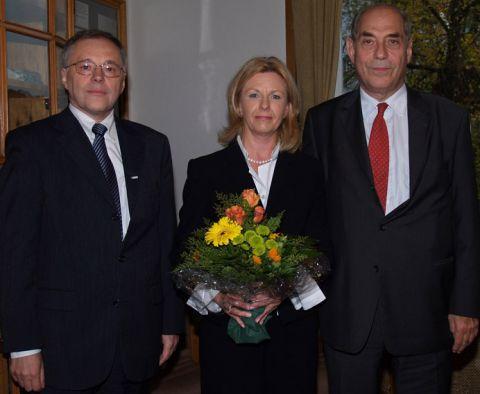 TU-Präsident Professor Edmund Brandt (l.), Elvira Kühne und Professor Gunther Kühne.
