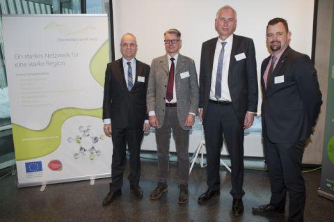 Protagonisten des ChemieNetzwerks Harz (von links): Goslars Landrat Thomas Brych, die beiden TU-Professoren Thomas Turek und Dieter Kaufmann sowie Robin Kohlhoff (Vorsitzender des Netzwerks). Foto: Ernst