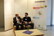 Paletten-Möbel aus der Produktion der Harz-Weser-Werkstätten: Professor Daniel Goldmann (links) beim entspannten Probesitzen mit Jonas Wegmann, der an der TU Clausthal Umweltverfahrenstechnik und Recycling studiert. Foto: IFAD