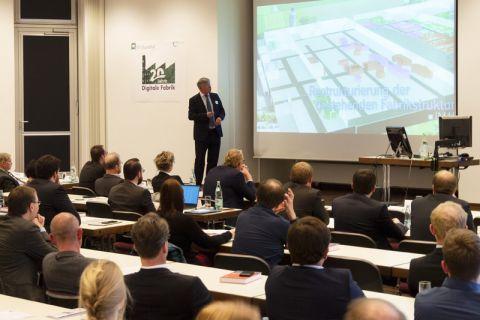 """Professor Uwe Bracht referierte über das Thema """"Digitale Fabrik in Clausthal – Ein persönliches Fazit nach 40 Dissertationen, 400 Projekten und 4000 Studenten"""". Foto: Hoffmann"""