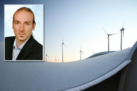 Marius Hendrich, der an der TU Clausthal Wirtschaftsingenieurwesen studiert hat, erhält die Auszeichnung für seine Masterarbeit auf dem Gebiet der Windenergieanlagen. Fotos: BWE/Jens Meier, Privat
