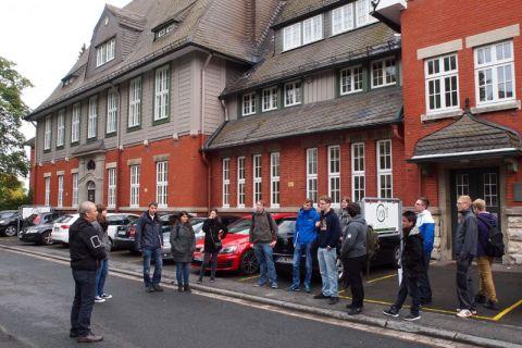 Auch an der Fachschule für Wirtschaft und Technik, die mit der TU Clausthal kooperiert, machten die Azubis auf ihrem Rundgang Station. Foto: Fritz