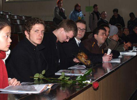 Mit Blumen und Broschüren: Erstsemester sind an der TU Clausthal empfangen worden.
