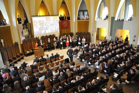 Vor Hunderten Gästen und in feierlicher Atmosphäre sind in der Clausthaler Aula die Absolventenzeugnisse übergeben worden. Foto: Ernst