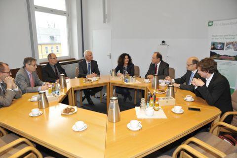 Wissenschaftsministerin Gabriele Heinen-Kljajic sprach im Senatssitzungszimmer der TU Clausthal mit Vertretern der Universität und des CUTEC-Forschungszentrums. Foto: Ernst