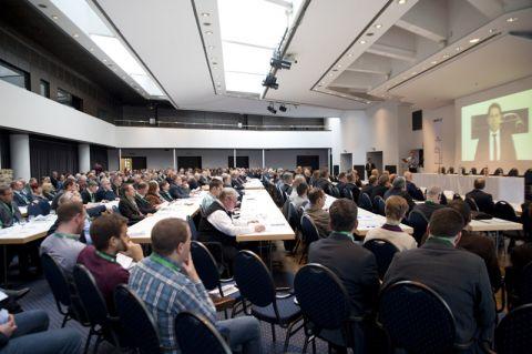 Per Videobotschaft unterstrich Niedersachsens Wirtschaftsminister Olaf Lies als Schirmherr der Tagung die Bedeutung des Altbergbaus für die Zukunft. Die Konferenz, ausgerichtet von den Clausthaler Markscheidern, zählt mehr als 400 Teilnehmer. Foto: Ernst