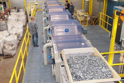 Im Rahmen eines in Brüssel auf den Weg gebrachten Weltforums für Rohstoffe kümmern sich die Clausthaler um den Bereich Recycling. Foto: Ernst