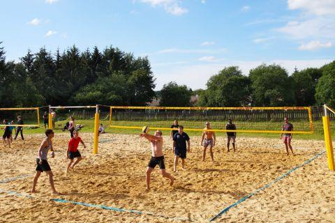 Zehn Teams wetteiferten beim Beachvolleyball-Turnier um den Sieg. Foto: Alexander Herzog