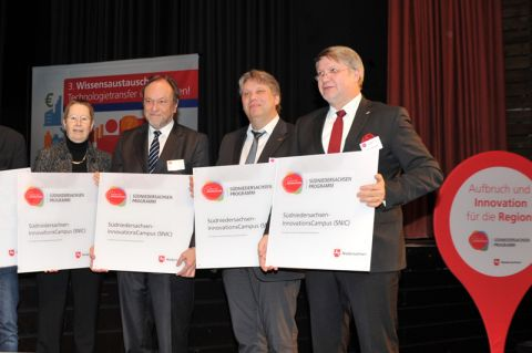 Stehen an der Spitze ihrer Hochschule und bringen sich ins Projekt SNIC ein (v. li.): Prof. Ulrike Beisiegel (Universität Göttingen), Prof. Thomas Hanschke (TU Clausthal), Dr. Marc Hudy (HAWK) und Prof. Frank Albe (PFH Göttingen). Foto: Ernst