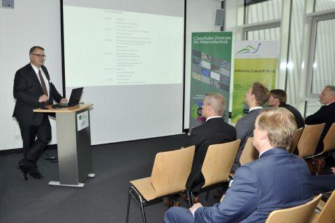 Wie bei der Premiere, als CZM-Vorstandssprecher Professor Volker Wesling die Gäste begrüßte, ist es Ziel des Forums, Wissenschaftler und Wirtschaftsvertreter ins Gespräch zu bringen. Foto: Ernst