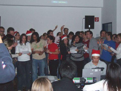 Interkulturelle Karaoke zu späterer Stunde