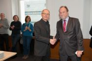 Dr. Georg Frischmann (Mitte), von Professor Thomas Hanschke verabschiedet, wechselt von der TU Clausthal an die Hochschule Hannover. Foto: Ernst