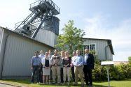 Die Beschäftigten am Institut für Bergbau um Professor Oliver Langefeld (rechts) freuten sich im Sommersemester über die Unterstützung durch internationale Dozenten. Foto: Ernst
