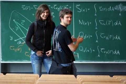 Wen technische und naturwissenschaftliche Fragen interessieren, der ist beim Tag der Mathematik genau richtig. Foto: Möldner