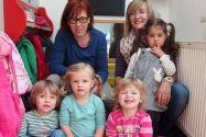 Marika, Lotte, Ronja und Lile (von links), die demnächst in den Kindergarten gehen werden, mit ihren Uni-Mäuse-Betreuerinnen Angela Perschke und Janine Bartsch. Foto: Ehrich
