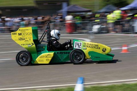 In zehn Monaten entwickelt, konstruiert und gefertigt: der Elektro-Rennwagen GVRacer 6 der Clausthaler Studierenden. Foto: Lennart Alff