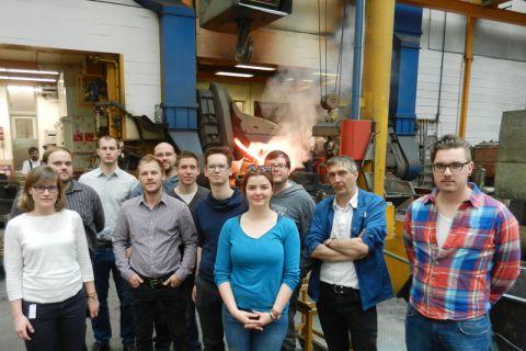 Clausthaler Studierende bei der Betriebsbesichtigung der Eisengießerei Dhonau im Schwarzwald. Foto: Institut