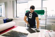 Auch die Forschung am Clausthaler Institut für Polymerwerkstoffe und Kunststofftechnik beschäftigt sich intensiv mit dem Thema Leichtbau. Foto: Kreutzmann