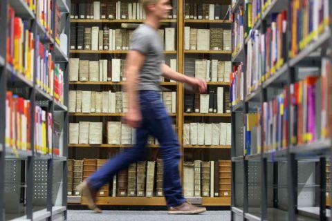 """Das Projekt """"Wegbereiter"""" zeigt denjenigen, die sich für einen Studienabbruch entscheiden, neue Möglichkeiten und Wege auf. Foto: Möldner"""
