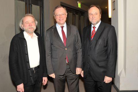 Auf Einladung von Hochschulpfarrer Dr. Heiner Wajemann (links) weilte Ministerpräsident Stephan Weil (Mitte) an der TU Clausthal und wurde von Universitätspräsident Professor Thomas Hanschke begrüßt. Foto: Ernst