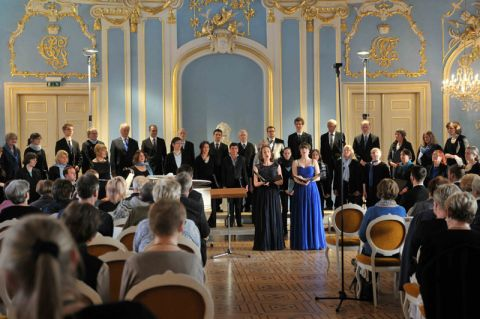 Der Kammerchor an der TU Clausthal bei einem Konzert im Blauen Saal im Schloss Sondershausen. Foto: Dinah Epperlein