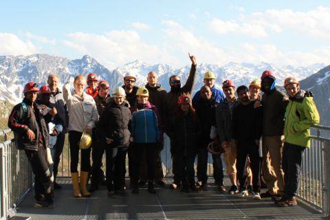 Internationale Studierende der TU Clausthal während ihrer Exkursion zum Gotthard-Pass in den Schweizer Alpen. Foto: Mirco Schindler