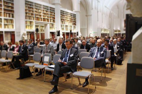 Professor Hartmut Weyer (vorn), Direktor des Instituts für deutsches und internationales Berg- und Energierecht der TU Clausthal, organisierte für das EFZN bereits die 7. Göttinger Tagung in der Paulinerkirche. Foto: EFZN