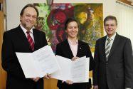 Kooperation  vereinbart (v.l.): Professor Thomas Hanschke (Präsident der TU Clausthal),  Professorin Christiane Dienel (HAWK-Präsidentin) und Professor Wolfgang Viöl (HAWK, Vizepräsident für Forschung).
