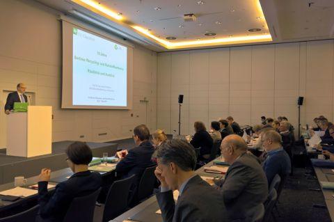 Professor Daniel Goldmann vom Lehrstuhl für Rohstoffaufbereitung und Recycling der TU Clausthal eröffnete die 10. Berliner Recycling- und Rohstoffkonferenz. Foto: Duwe