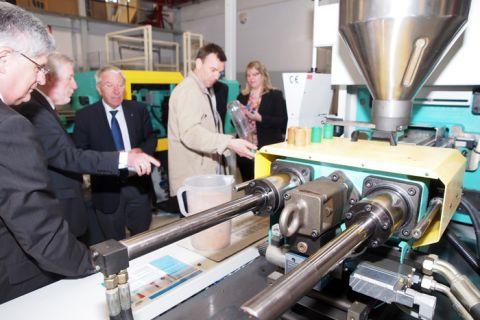 Auch das Institut für Polymerwerkstoffe und Kunststofftechnik öffnet am 21. Juni (10 bis 14.30 Uhr) seine Türen für interessierte Besucher. Foto: Ernst