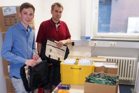 Insgesamt 700 Taschen sind zur Begrüßung der Studienanfängerinnen und -anfänger gepackt worden. Foto: Melanie Bruchmann