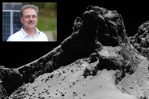 Dr. Hermann Böhnhardt spricht über die Mission zum Rosetta-Kometen, dessen Oberfläche die Abbildung zeigt. Fotos: ESA/Rosetta/MPS for OSIRIS Team MPS/UPD/LAM/IAA/SSO/INTA/UPM/DASP/IDA und Ronald Schmidt für MPG