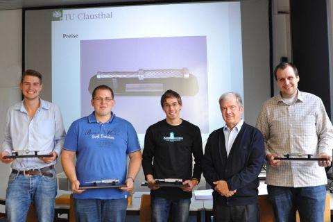Bei der Preisverleihung (von links): Robert Sauthoff, Alexander Thies, Thomas Kühlmann, Dozent Diplom-Ingenieur Roland Verreet und David Chorzewski. Foto: Ernst