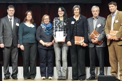 Preisverleihung (von links): Mario Sander, Simone Gregorincic, Silke Gralfs und Anja Kaiser (alle von der TU Clausthal) haben in Hamburg von den Jurymitgliedern die Auszeichnung überreicht bekommen. Foto: Christian Barth/MMKH