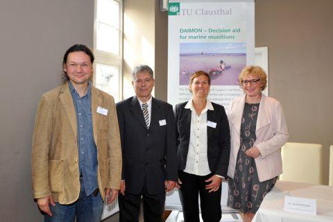 Eröffnungsbild der Konferenz: Dr. Jacek Beldowski (Projektleiter/Polnische Akademie der Wissenschaften), Professor Matthias Reuter und Dr. Sabine Bohlmann (beide TU Clausthal) sowie Britta Schweigel (Bürgermeisterin Clausthal-Zellerfeld). Foto: Ernst