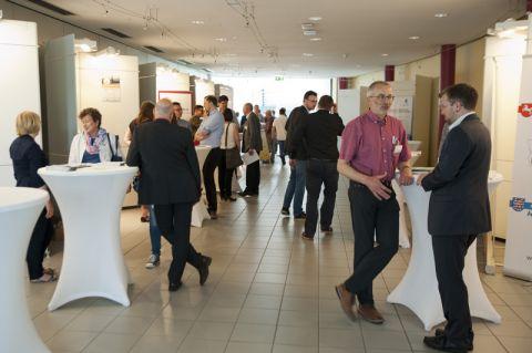 """Auf dem """"Markt der Möglichkeiten"""" ließen sich die Teilnehmenden des Innovationstages inspirieren. Die Veranstaltung fand im CUTEC-Institut statt. Foto: Ernst"""