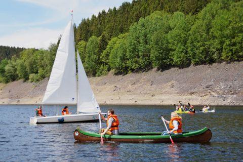 Wer Interesse hat, kann sich am Samstag ein Boot der Universität ausleihen und auf dem Okerstausee eine Runde drehen. Foto: Herzog