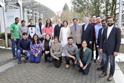 Die Teilnehmenden der INGPAR Winter School um Professor Dietmar Möller (5. von rechts) stellten sich vor dem CUTEC-Forschungszentrum der TU Clausthal, in dem der einwöchige deutsch-indische Workshop stattfand, zum Gruppenbild auf. Foto: Ernst