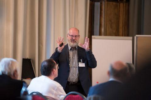 Apl. Professor Andreas Schmidt, der an der TU Clausthal im September zum wissenschaftlichen Direktor befördert worden ist, organisierte die 13. Fachtagung über Iminiumsalze. Foto: Daniel Grosch