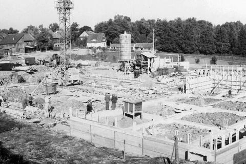 Aufnahme von den Bauarbeiten zur Universitätsbibliothek Anfang der 1960er Jahre im Feldgrabengebiet. Foto: Archiv