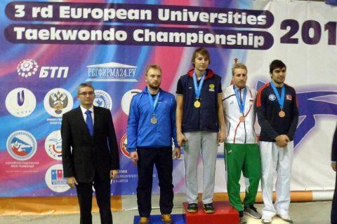 Simon Hahn (Zweiter von rechts), Maschinenbaustudent an der TU Clausthal, erhielt bei der Siegerehrung in Moskau die Bronzemedaille.