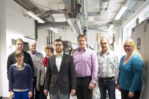 Ein interdisziplinäres Team der TU Clausthal beschäftigt sich mit einem Projekt im Bereich der Abluftreinigung. Foto: Ernst