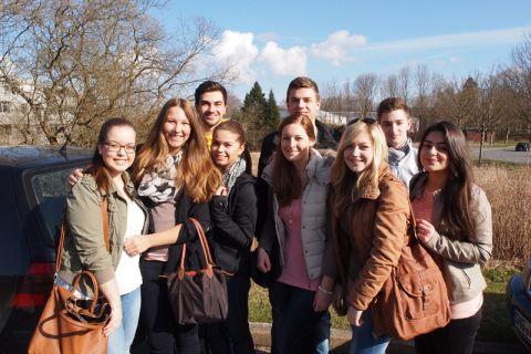 Jugendliche der Berufsbildenden  Schulen I Osterode kamen zu den Schülerinformationstagen in den sonnigen Oberharz. Die BBS I ist seit 2013 Kooperationspartner der TU Clausthal.  Foto: Ernst