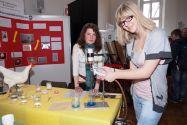 Landessieger 2011 im Fachbereich Biologie: Bianka Böhm (l.) und Anna Sophia Rokitta von der Robert-Koch-Schule in Clausthal-Zellerfeld.