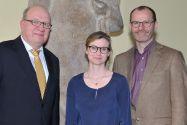 Elisabeth Clausen ist an der TU Clausthal unter anderem von Professor Oliver Langefeld (links) und Professor Gunther Brenner, Vizepräsident für Studium und Lehre, verabschiedet worden. Foto: Ernst