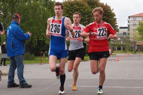 Machten die ersten drei Plätze im Leistungslauf der Männer unter sich aus (von links): Richard Wilkening (2.), Stefan Leunig (1.) und Max Knof (3.). Foto: Ernst