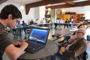 Masterstudent Konstantin Kühnel präsentiert dem Auditorium in einem Besprechungsraum des Weltkulturerbe-Bergwerks Rammelsberg die Ergebnisse seiner Arbeitsgruppe. Foto: Ernst