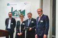 Professor Uwe Bracht (2. von rechts) erhält die Ehrenmedaille des VDI. Foto: Hoffmann